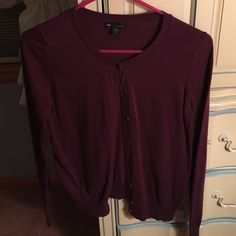 Gap button down sweater shrug plum color This button down sweater shrug is from the Gap. It is a size small and has been worn before. It does have a small hole my the wrist. Again nothing a good old fashioned sowing job can't fix. It is a plum color. Selling for $9! GAP Sweaters Shrugs & Ponchos