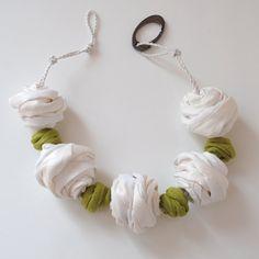 Gioielli tessili bianco & verde / Chunky di MaterialAtelier