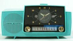 Mid-Century Modern •~• aqua/teal/turquoise General Electric clock radio