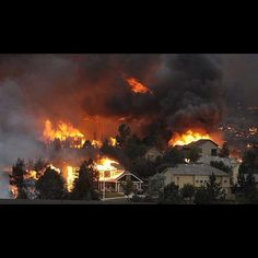 10 Shocking Twitter Pictures From the Colorado Springs Wildfire