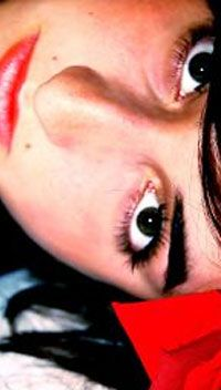 """Cirugía de Párpados (Blefaroplastia) - La blefaroplastia es la operación destinada a corregir el descolgamiento de la piel de los párpados superiores y las """"bolsas"""" de los inferiores, problemas estéticos muy comunes que envejecen el rostro."""
