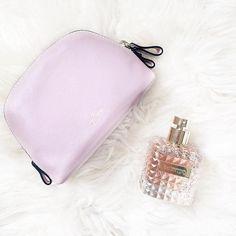When you get the cutest makeup bag ever in your press kit!  Recebi da Sephora Brasil o novo perfume da Valentino, Donna - achei delicioso e amei o frasco! Vic Ceridono   Dia de Beauté