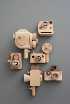 Vintage style wooden kalieadoscope toy camera crafts for kids to make wooden toys Wooden Hand craft Toys/Wooden Digital Camera Woodworking For Kids, Woodworking Projects, Woodworking Basics, Wooden Camera, Toy Camera, Wood Toys, Wooden Baby Toys, Wood Kids Toys, Wooden Toy Boxes