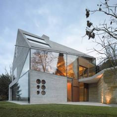 This is a really funky design. We really like the mixture of cladding and glass.  www.methodstudio.london