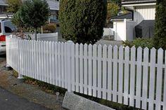 Gjerder - pvc + Aluminiumsgjerde= Outdoor Projects, Outdoor Decor, Fence Design, Monet, Deck, Outdoor Structures, Garden Ideas, Plants, Home Decor