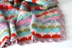 Gorgeous! Clamshell blanket, step-by-step tutorial by Cherry Heart, great share and so kind: thanks so xox