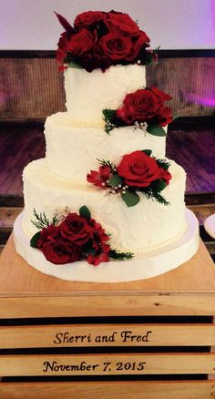 wedding cake with red roses Wedding Cake Red, Red Rose Wedding, Floral Wedding Cakes, Fall Wedding Cakes, Beautiful Wedding Cakes, Wedding Cake Designs, Beautiful Cakes, Bolo Artificial, Quince Cakes
