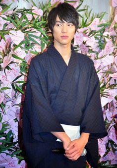 Sota Fukushi in yukata 😍❤❤❤❤❤❤❤❤ Japanese Boy, Japanese Kimono, Asian Boys, Asian Men, Male Kimono, J Star, Japanese Characters, Asian Hotties, Yukata