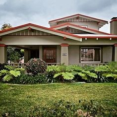 CalBungalow: Craftsman and bungalow architecture and real estate listings in Southern California. Bungalow Exterior, Craftsman Exterior, Bungalow House Plans, Bungalow Homes, Craftsman Style Homes, Craftsman Bungalows, California Bungalow, California Homes, Anaheim California