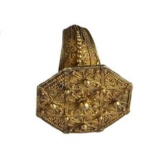 A Gold Ring Karo Batak, Indonesia 19th Century Ancient Jewelry, Antique Jewelry, Gold Jewelry, Jewelery, Vintage Jewelry, Ethnic Jewelry, Indian Jewelry, Celebrity Barbie Dolls, Art And Architecture