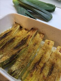 Porri gratinati Vegetarian Cooking, Easy Cooking, Cooking Recipes, Paleo Food, Vegetarian Recipes, Healthy Recipes, Food Humor, Vegan Dishes, Soul Food