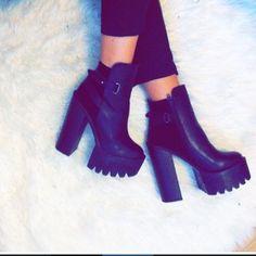 CHAUSSURES FEMME : talon haut, platform, bottes, bottines, sandales à lacets style kim kardashian !   Boutique en ligne : www.kcyshoes.fr   shoes heels platform pumps wedges stiletto for women shop online www.kcyshoes.fr