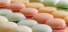 Mageløse macarons: Se her, hvordan du bager macarons - ALT. Cake Recipes, Snack Recipes, Dessert Recipes, Christmas Market Stall, Great Recipes, Favorite Recipes, Macarons, Danish Food, Snacks