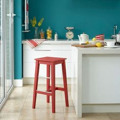 Teal Blue - Wall Paint - Bright teal walls look great against white gloss kitchen cabinets, and the accent of red further lifts the rich colour. Coral Kitchen, White Gloss Kitchen, Gloss Kitchen Cabinets, Painting Kitchen Cabinets, White Cabinets, Blue Painted Walls, Teal Walls, Kitchen Colour Schemes, Kitchen Paint Colors