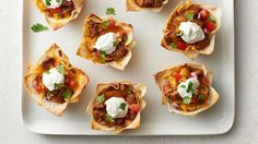 Sub meat and chess Cheese; Yummy layers of your favorite taco fillings baked in wonton wrappers in cupcake form. This easy twist on regular tacos is ready in 30 minutes, making it perfect for a weeknight meal. Mexican Dishes, Mexican Food Recipes, Mexican Meals, Mexican Lasagna, Good Food, Yummy Food, Tasty, Taco Cupcakes, Lasagna Cupcakes