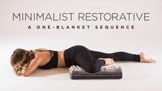 Restorative: A One-Blanket Sequence Restorative yoga doesn't have to involve a ton of props.Restorative yoga doesn't have to involve a ton of props. Yin Yoga, Yoga Régénérateur, Ashtanga Yoga, Yoga Flow, Yoga Meditation, Restorative Yoga Sequence, Yoga Sequences, Beginner Yoga, Yoga For Beginners