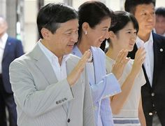 On August 16, 2016, Crown Prince Naruhito of Japan, his wife Crown Princess Masako and their daughter Princess Aiko arrived at Izukyu Shimoda Station in Shimoda. Japan's Crown Prince's family, Shizuoka Prefecture to stay at the Suzaki Imperial Villa (Suzaki Goyotei) for about five days.