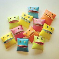 Mostro portamonete in Neon Colorblock