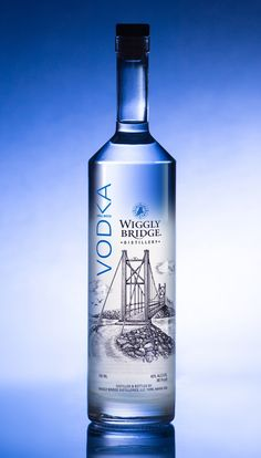 Steven Noble & PFW Design - Wiggly Bridge Distillery Wiggly Bridge Vodka - World Packaging Design Society / 世界包裝設計社會 / Sociedad Mundial de Diseño de Empaques Alcohol Bottles, Liquor Bottles, Drink Bottles, Vodka Bottle, Peach Drinks, Vodka Drinks, Alcoholic Drinks, Alcohol Dispenser, Scotch Whiskey