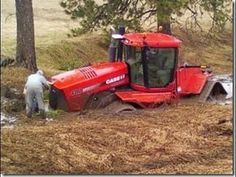 Tracteur embourbé - tractor stuck in the mud - YouTube