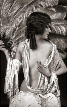 Gloria Swanson by alfred cheney johnston