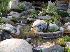 Ces niveaux sont une réalisation de cascades par Maxhorti. Magnifique travail d'aménagement paysager aquatique dont nous sommes plutôt fiers. #Landscaping #River Backyard Hill Landscaping, Cascades, Pond, Waterfall, Landscapes, Images, Plants, Gardens, Small Waterfall