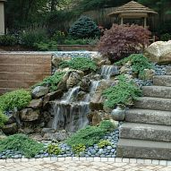 Hometalk :: How do you add pizzazz to a normally boring retaining wall? Install a…