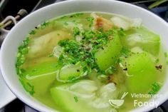 Opo Squash , a popular light green– skinned Asian gourd, shows off its delicate sweetness in Vietnamese Opo Squash Soup (Canh Bau), which blends the opo with chicken. Vegetarian Vietnamese, Easy Vietnamese Recipes, Vietnamese Soup, Vietnamese Cuisine, Asian Recipes, Vietnamese Dessert, Vegetarian Soup, Asian Foods, Healthy Recipes