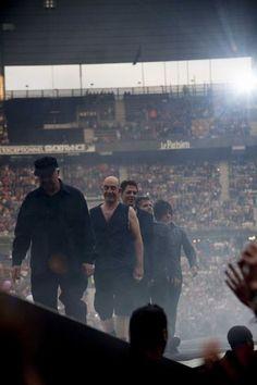 EN IMAGES. Indochine enflamme le Stade de France