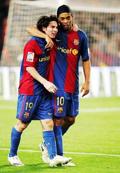 Lionel Messi and Ronaldinho, FC Barcelona. #soccer #messi #barcelona http://www.pinterest.com/TheHitman14/sports-usa-world/