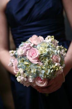 Blue/pink wedding flowers (hydrangea, roses, sweet pea) for bridesmaid bouquet #weddingflowers #weddingbouquet