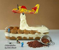 This Pastry Chef Transforms Plain Desserts Into Miniature Worlds And It's Too Sad To Eat Miniature Calendar, Miniature Photography, Toys Photography, Creative Photography, Tiny World, Mini Things, Pastry Chef, Confectionery, Little People