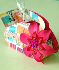 Party Favors Boxes are our KIDS SUMMER CRAFT for today!  This fuchsia box is one of five styles that Irene tan has created with our flowers!