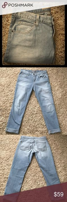 """Vince """"trouser drop train wreck"""" Awesome pair of blue and white striped Vince """"trouser drop train wreck"""". Size 28 Vince Jeans Ankle & Cropped"""