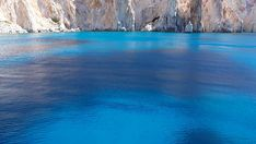 Η ελληνική «Γαλάζια Λίμνη»: Το ακατοίκητο νησί με τις φυσικές πισίνες που «βουλιάζει» από κόσμο (Pics) Waves, Outdoor, Outdoors, Ocean Waves, Outdoor Games, The Great Outdoors, Beach Waves, Wave