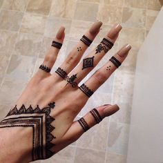 Kosmetik Going to be doing more elaborate designs. Dm for a henna appointment 🌿🌞 Going to be doing more elaborate designs. Dm for a henna appointment 🌿🌞 Henna Tattoo Designs Simple, Mehndi Designs Finger, Henna Art Designs, Mehndi Designs For Fingers, Beautiful Henna Designs, Mehandi Designs, Tattoo Simple, Easy Mehndi Designs, Simple Hand Tattoos
