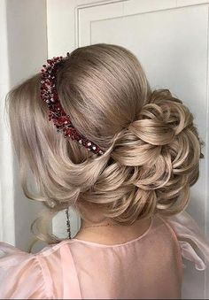 Fat Women Hairstyles for Short Hair: Straight Bob Haircut - are you kidding me? Super Easy Hairstyles, Wavy Bob Hairstyles, Bride Hairstyles, Headband Hairstyles, Bridal Hair Updo, Bridal Hair And Makeup, Hair Up Styles, Prom Hair, Marie