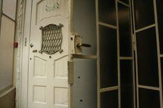 Ascensor de la Casa Milà (La Pedrerà) Casa Mila La Pedrera, Antoni Gaudi, Elevator, Architecture Art, Tall Cabinet Storage, Door Handles, Barcelona, Art Deco, Antiques
