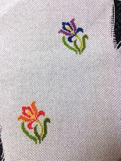 Cross stitch pendant necklace Iris Flower por BlackCatHandmadeShop