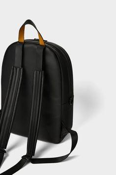 영상 5 으로 블랙 백팩 자라에서 Black Leather Backpack, Muslim Fashion, Color Negra, Sling Backpack, Purses And Bags, Men Bags, Backpacks, Fashion Outfits, Random
