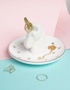 Unicorn ringbowl / eenhoorn ringschaaltje / Shop all your ringboxes and pillows at: https://www.weddingdeco.nl/