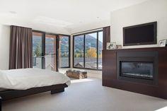 50 Enlightening Bedroom Decorating Ideas for Men 43