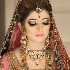 Off-Beat Trendy Eyeliner Styles Every Bride Needs to Know for Indian Wedding Photos, Indian Wedding Planning, Bride Indian, Indian Weddings, Pakistani Bridal Makeup, Bridal Makeup Looks, Wedding Makeup, Bridal Hair Buns, The Face