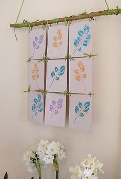 Cuadro con tela y sellos de hojas