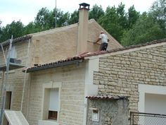 En este caso, no fue difícil escoger el tipo de piedra, sólo era copiar la piedra existente ya, en alguna parte de la vivienda.