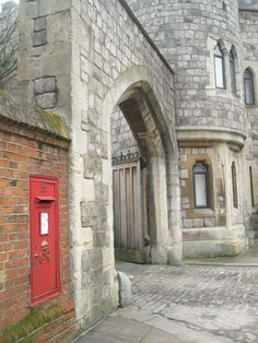 Postbox by the north gate at Windsor Castle Letter Boxes, Rule Britannia, Castles In England, England Ireland, Royal Residence, Post Box, Windsor Castle, Country Houses, Grand Hotel