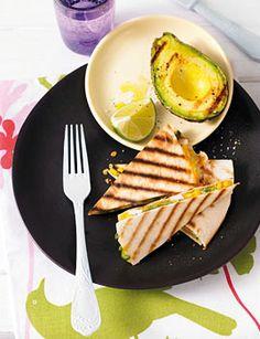 Hühnchen-Quesadillas mit gegrillter Avocado