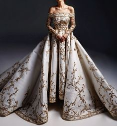 Looks from Marwan & Khaled Fall/Winter Haute Couture Royal Dresses, Prom Dresses, Beautiful Gowns, Beautiful Outfits, Elegant Dresses, Pretty Dresses, Fantasy Gowns, Fantasy Names, Queen Dress
