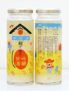 ほっこりイラストがかわいい北海道の甘酒。2日間かけて完成する手造りの甘酒で、砂糖や水あめを使わない米本来の旨みが魅力だそう。このなんともかわいらしいパッケージは、北海道旭川のデザイナー アベミチコさん がデザインされています。大雪山から降り注ぐ伏流水とその麓で育つ稲と酒蔵をイメージしているそうです。 裏にいる動物は、旭川のキャラクター「あさっぴー」。元々のイラストはもう少しリアルなんだけど…このあさっぴーはかわいいな。