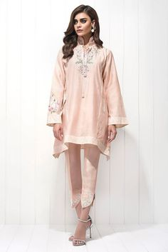 Paradise Pink Kurti Style by Sania Maskatiya 2018 Collection Online Stylish Dresses For Girls, Party Dresses For Women, Nice Dresses, Simple Pakistani Dresses, Pakistani Outfits, Pink Kurti, New Designer Dresses, Pakistani Party Wear, Kurti Designs Party Wear